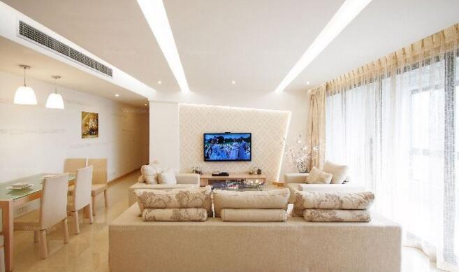 中央空调采用隐藏安装方式,室内机隐藏在吊顶内,可配合各类房屋装修